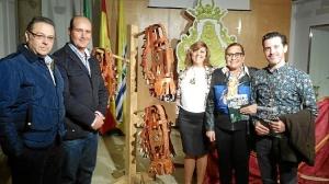 La Alcaldesa y la Hermana Mayor, autor de la Salve y el Alcalde de Carretas junto a parte de los nuevos arreos