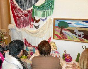 Una treintena de artistas participan en la muestra
