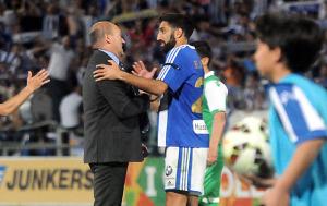 Pepe Mel, técnico del Betis, dialogando con Menosse. (Espínola)