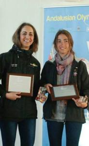 Marta Garrido, a la izquierda, regatista onubense.