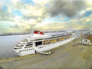 Imagen de archivo de uno de los cruceros que ha hecho escala en el Muelle Sur del Puerto de Huelva.
