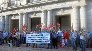 protesta aguas de huelva ante el Ayuntamiento-03