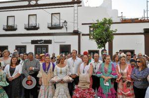 01_Las autoridades locales junto a los miembros de la Junta de Gobierno, en la Misa
