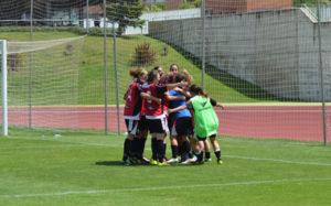 Jugadoras del Sporting celebrando el triunfo.