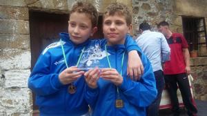 Carlos Acuña y Alejandro Camacho, del Club de Esgrima Huelva.