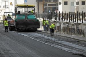 Inicio asfaltado calles Isla Chica mayo 15 (1)