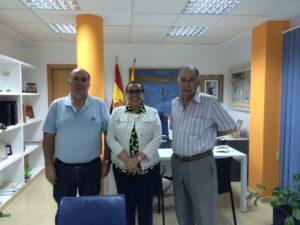 Maria Luisa Faneca junto a los miembros de la Asociacion Amigos del Atun
