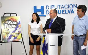 Imagen de archivo en la que aparece en el centro el alcalde de Beas, en un acto celebrado en la Diputación.