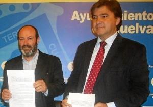 Pedro Jiménez y Gabriel Cruz en la presentación de una iniciativa conjunta durante el pasado mandato.