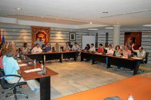 Pleno orgánico celebrado en Punta Umbría, en el que se han puesto los nuevos sueldos.