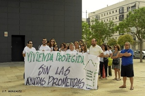 Una de las protestas realizadas en Huelva por los afectados de los impagos.