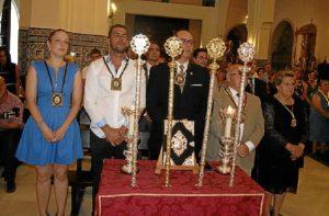 La Alcaldesa junto al Hermano Mayor de la Hdad del Carmen y el Exaltador durante la Misa