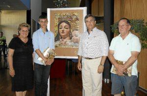 La Alcaldesa junto al Primer Teniente de Alcalde, el autor del Cartel y el Teniente de Hermano Mayor del Carmen