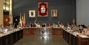 pleno de Isla Cristina Los ediles votan una de las propuestas en el Pleno