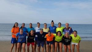 Entrenamiento del Fundación Cajasol Sporting en la playa.