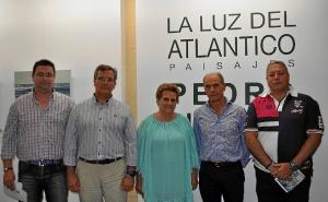 La Alcaldesa y los Tenientes de Alcalde junto al autor y el tecnico de Cultura