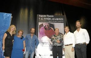 Nieves Herrero, la Alcaldesa, Antonia Grao, el pintor, el autor del libro, el Primer Teniente de Alcalde y elTeniente de Alcalde y concejal de Patrimonio