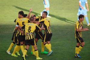 Jugadores del San Roque de Lepe celebrando un gol.