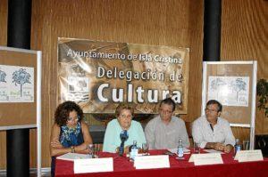 La Alcaldesa en el momento de su intervencion junto a Antonio Martin, Maria Gomez y Francisco Gonzalez, concejal de Cultura