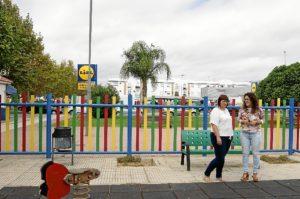 La Concejala y la presidenta de ASIDEM visita el parque sobre el que se acometera la reforma