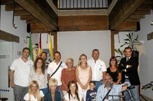 Las autoridades locales junto a los empresarios participantes en las Jornadas