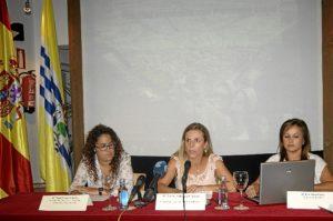 Montserrat Marquez, en el centro, junto a Nerea Ortega, a la izquierda y la tecnico del Area de Turismo