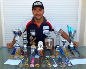 Rubén Gutiérrez, con todos sus trofeos en esta temporada.