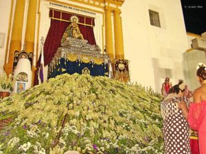 Virgen Angustias. Ofrenda flores