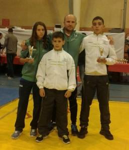 Deportistas del Club de Lucha Libre Olímpica El Campeón de Cartaya.
