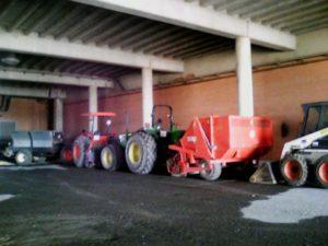 Labores de mejora del césped del Nuevo Colombino.