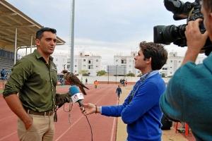 Francis Silva, organizador del evento, entrevistado por Tele 5
