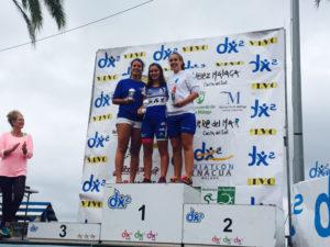 Ana Moriña, en el podium del Triatlón de Torre del Mar.
