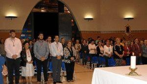 La Alcaldesa de Isla Cristina, Antonia Grao, primera por la derecha. ayer en la Misa