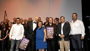La Alcaldesa y el Primer Tte de Alcalde junto al los directores de la Corales que han participado ene ste Festival