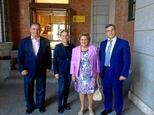 La Alcaldesa y sus dos Tenientes de Alcalde tras la finalizacion del encuentro
