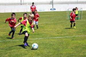 Escuela de fútbol base en Cartaya.