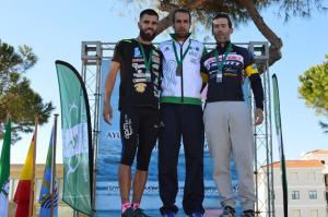 Emilio Martín, campeón de la prueba, en el podium.