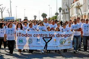 La Alcaldesa y la concejala de Drogodependencias en la cabecera de la marcha