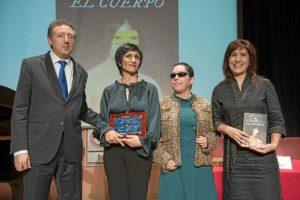 e izquierda a derecha; delegado territorial de la ONCE en Andalucía, Inés Torralba, presidenta del Consejo Territorial, y la escritora sevillana Soledad Galán.