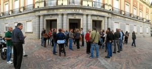 ante puertas ayuntamiento convocantes protesta fosfoyesos 5s