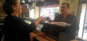 Daniel Hernando en un establecimiento hostelero de Huelva