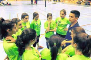 Eqjuipo infantil femenino A de la Escuela Municipal de Voleibol de San Juan del Puerto.
