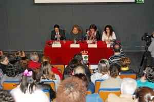 La alcaldesa, concejala de discapacidad, Asidem y Caixabank presentando la Semana de la Discapacidad