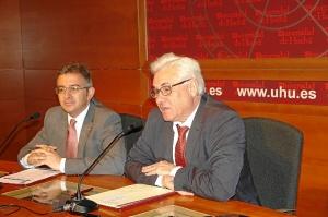 Miguel Palacios con el rector de la Universidad de Huelva.