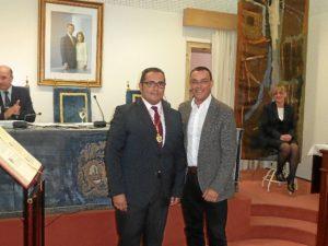 El presidente, con el nuevo diputado socialista.