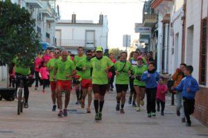 Rodrigo Ruiz a su paso por San Juan del Puerto en la carrera solidaria 'Donando Vidas'.