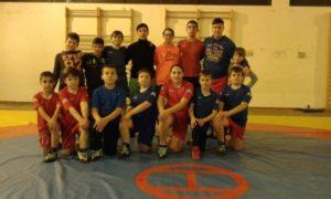 Luchadores del Club Lucha Libre El Campeón de Cartaya.