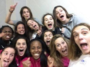 Jugadoras del CB Conquero celebrando la victoria ante La Seu.