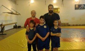 Jóvenes luchadores del Club Lucha Libre el Campeón.