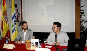 El concejal de Biblioteca, Agustin Ponce, a la derecha de la imagen durante su intervencion